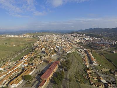 Vista aérea de Almadén con el parque minero en primer plano (Hammer Dron)