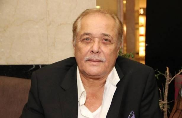 مشهد لمحمود عبد العزيز ينتشر بمواقع التواصل (شاهد)