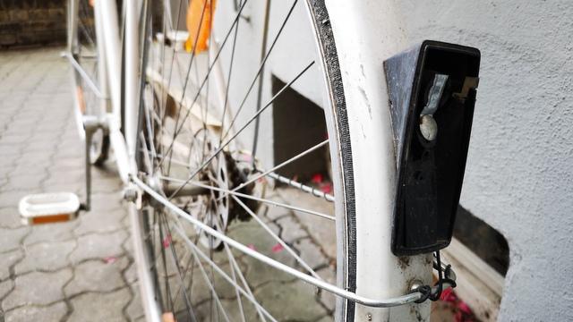 Fahrradlampe alt und kaputt