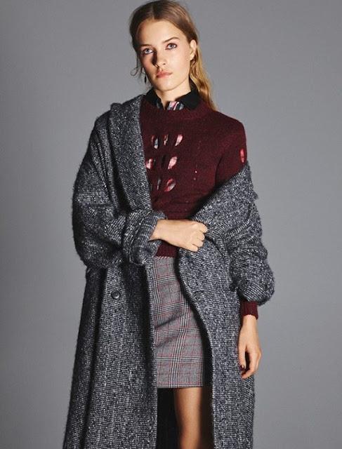 Бордовый топ с серым пальто и юбкой