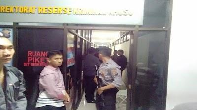 Ditahan penyidik Polda Sulut, Hendra Jacob Tidur di Kursi Besi