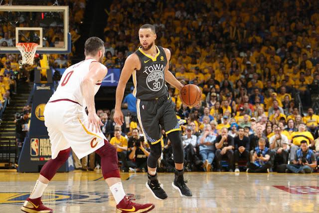9 trois points pour Curry, un record