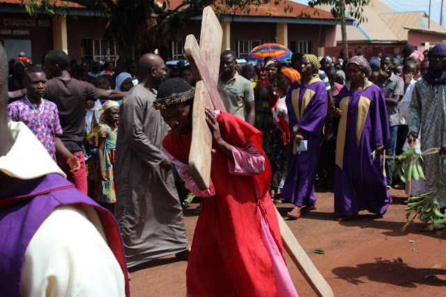 Jesus Carrying His Cross ____Photo/Video Speak: Saint Anthony Parish Otukpo Passion Of Christ (Passion Play) 2017___