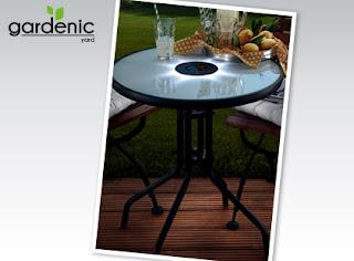 Stolik z oświetleniem LED Gardenic z Biedronki