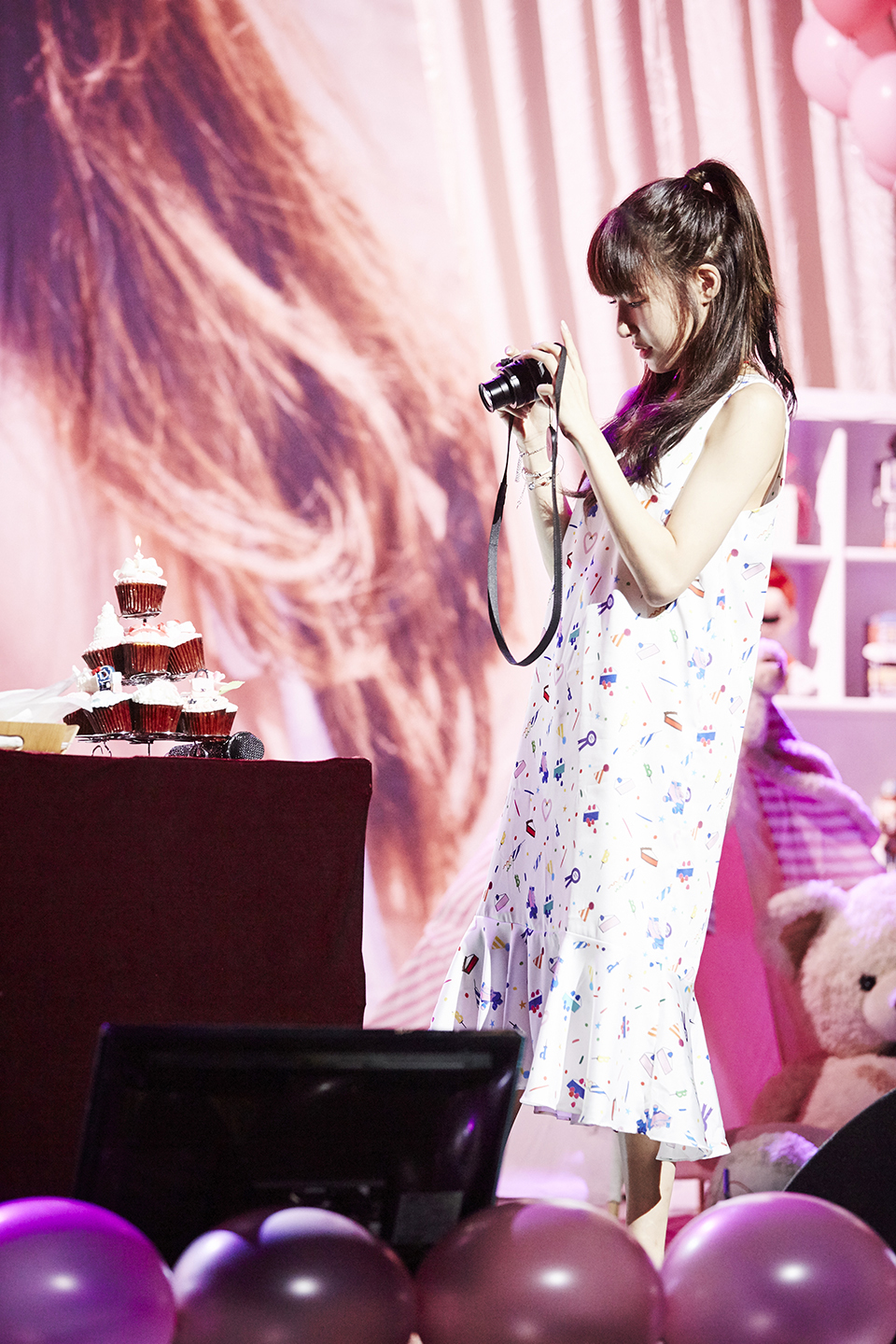 Browse the pictures from SNSD Tiffany's birthday party ...