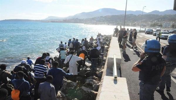 Más de 262 mil refugiados llegaron a Europa por mar en 2016
