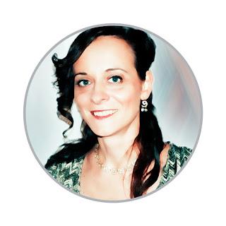 Светачева Ирина Васильевна, по образованию эколог, экономист, философ