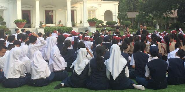 Inilah Momen kehangatan Jokowi berdongeng Lutung Kasarung kepada 503 siswa