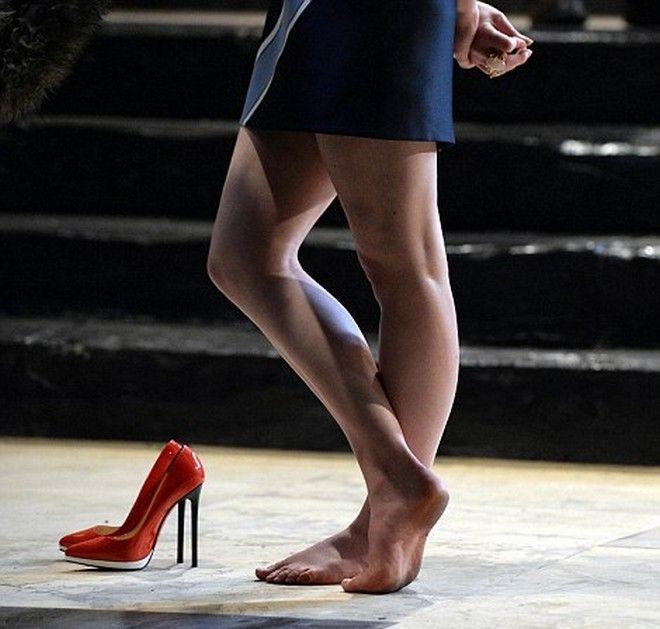 sophie turner foot