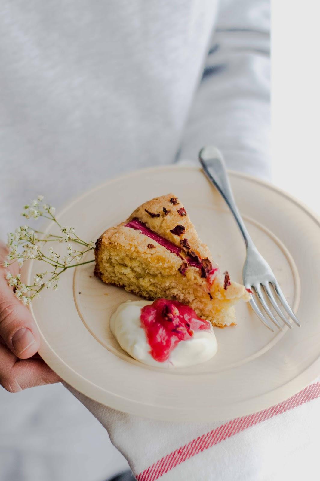 Rhubarb Rose Petals Cake | https://oandrajos.blogspot.com