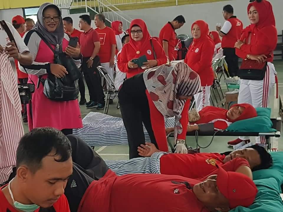 Peringati Hari Ibu, Nanang Ermanto Sumbang Sekantong Darah