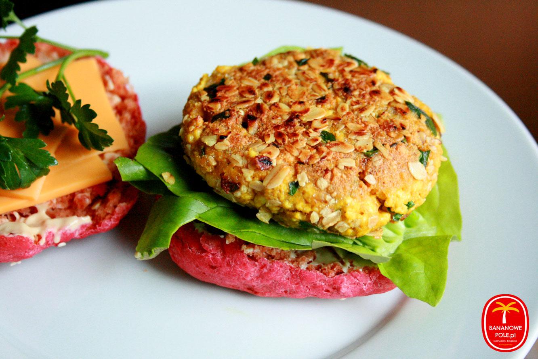 Różowe bułki z buraków & Tofu-burger z orzechami