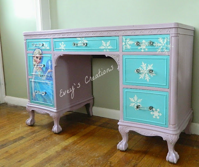 Evey's Creations - Frozen Inspired Vanity