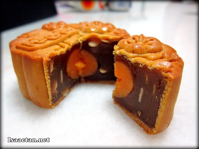 My favourite mooncake, with one whole piece of egg yolk inside