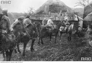 Józef Piłudski z kawalerzystami legionowymi z Limanowej do Kamienicy