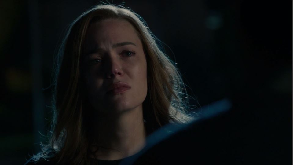 de0a71b1e Moore expertly shows her character s strength and growth in the next scene  where Rebecca leaves the hospital and tells Miguel that Jack is dead.