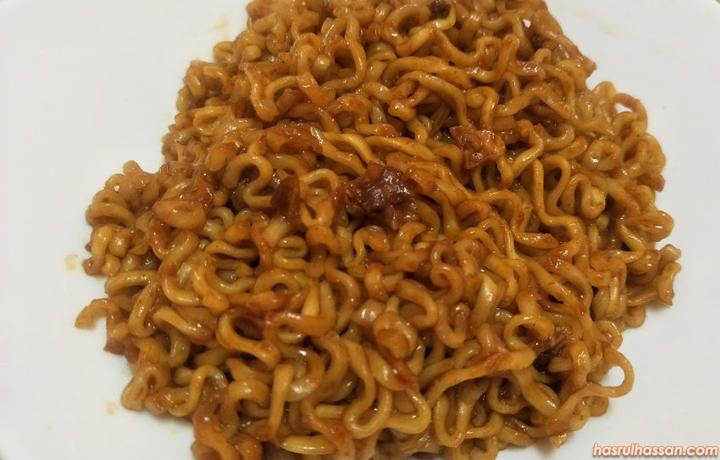 Berbuka dan Bersahur makan Ramen Samyang