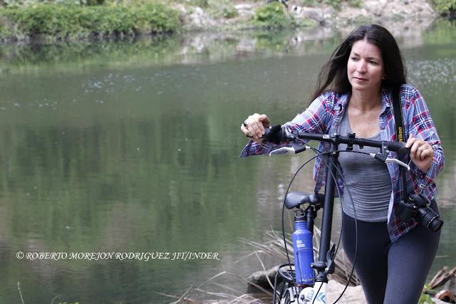 La modelo, el bosque y la bici nueva