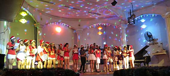 Myanmar girls at Christmas