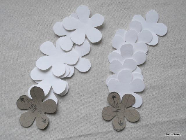 przygotowane płatki kwiatków