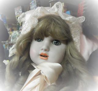 Muñeca de Ramón Ingles en el desembalaje de Burgos