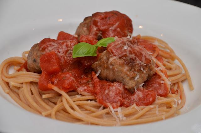 spagetti med kødboller