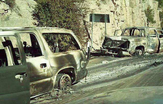 """Fotografías, Sicarios de """"La Línea"""" se enfrentan a """"La Gente del Jaguar"""", abandonan blindadas quemadas"""