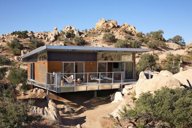 Prefab desert house, California