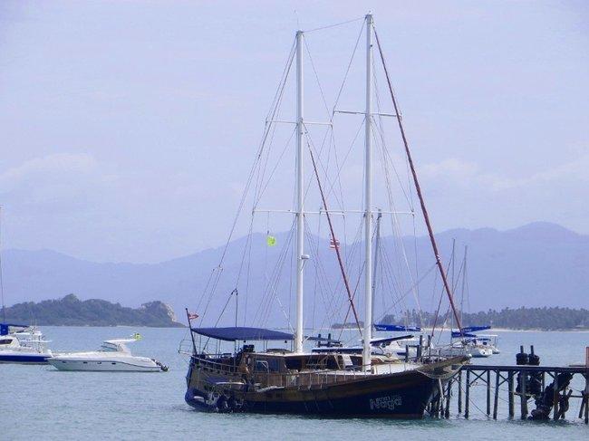 Большой деревянный корабль