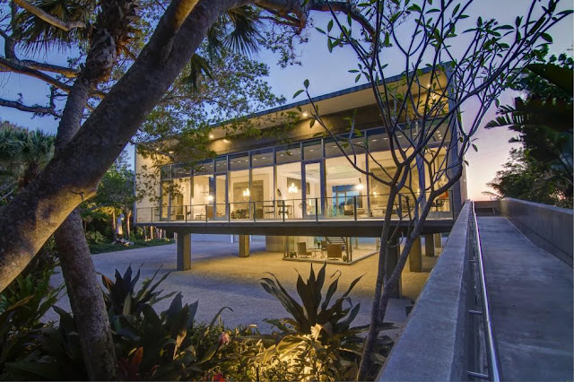 Modern Florida beachfront homes, by real estate broker Tobias Kaiser