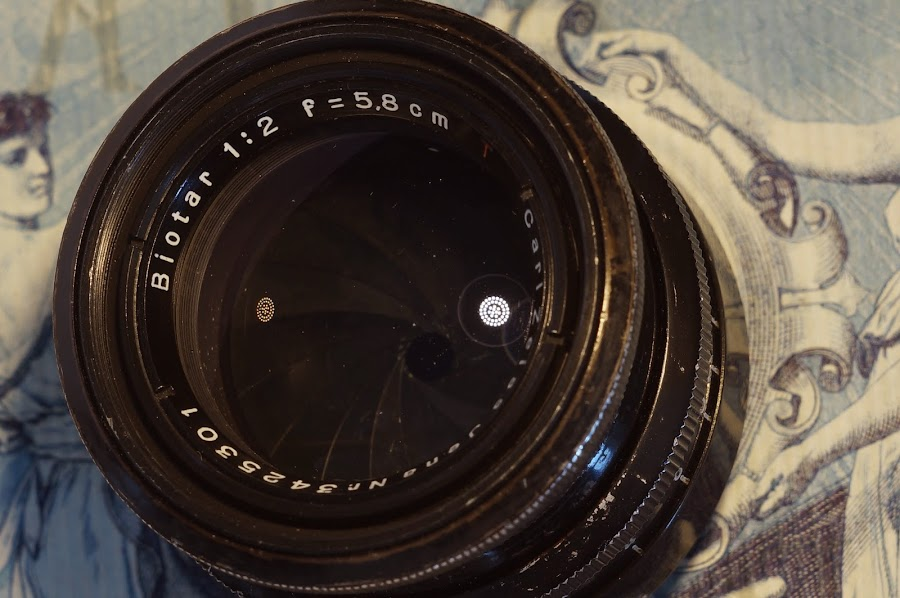 Carl Zeiss Jena Biotar 58mm f2 red T black