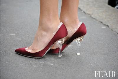 Điểm mặt style ngày hè khi mang giày cao gót trong suốt