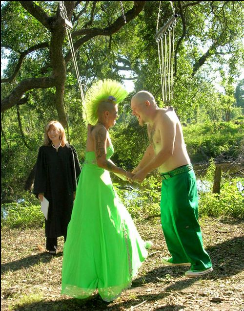 Is it weird ?: Unusual Weddings