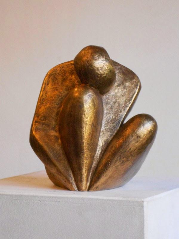 Sculpture d'Adèle Vergé en résine anodisée Pensive