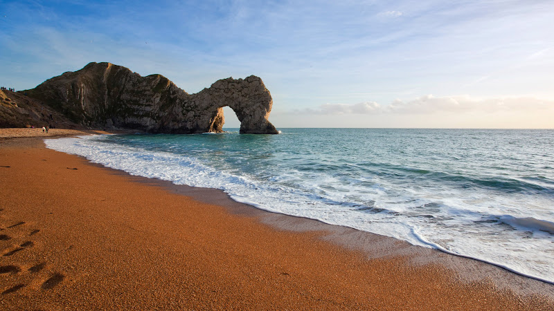 The Beach and Durdle Door - The Natural Arch. Jurassic Coast