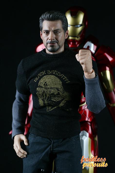 Fruitless Pursuits: Review: Hot Toys Iron Man Mark VII 1 ...