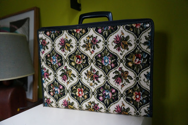 case tapestry vintage 60s valise tapisserie broderie