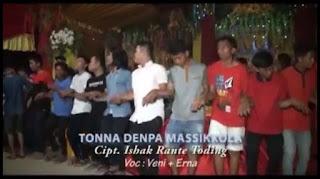 Lirik Lagu Dero Toraja Tonna Denpa Massikola