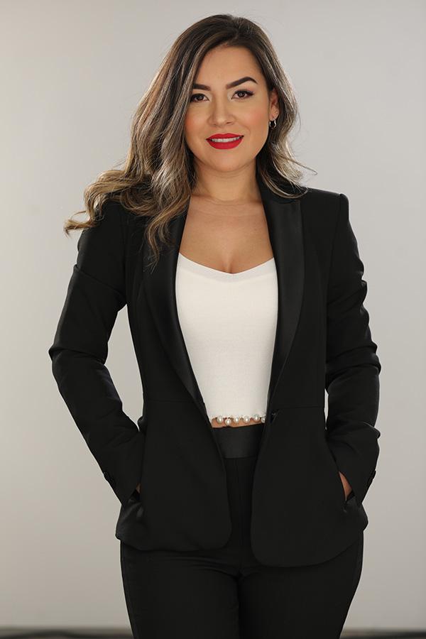 Gina-Paola-Mateus-ganadora-premio-Embajadora-Colombiana-2019-Micropigmentación-salud