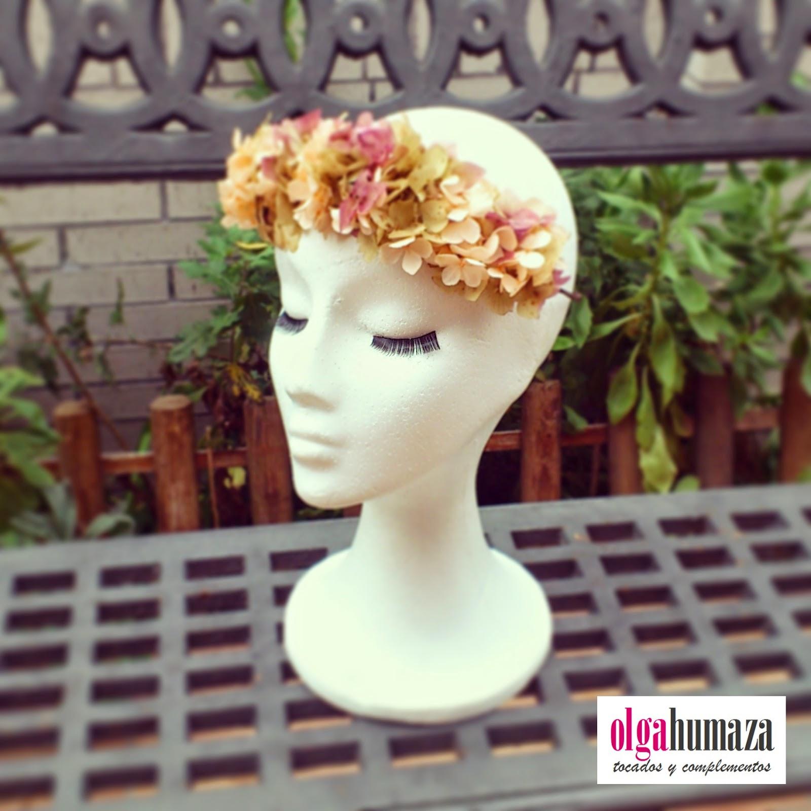 http://olgahumaza.blogspot.com.es/2015/01/d24-tocado-tiara-de-flores-naturales-en.html