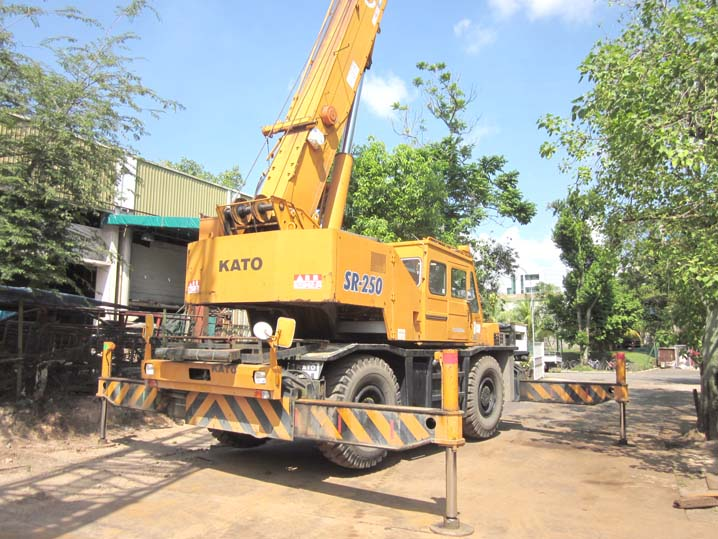 Aspal: Kato 25 ton crane
