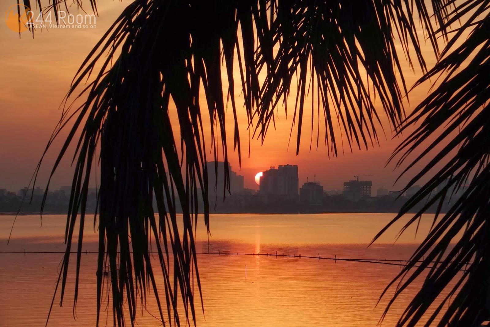 ホータイ西湖の夕日  Sunset in westlake