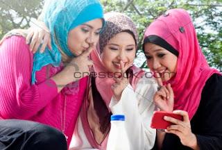Tiga Muslimah Hijaber Cantik NgGossip