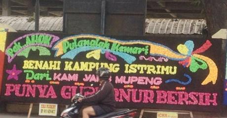 """""""Pak Ahok, Pulanglah Kemari, Benahi Kampung Istrimu, Dari Kami Yang Mupeng Punya Gubernur Bersih"""""""