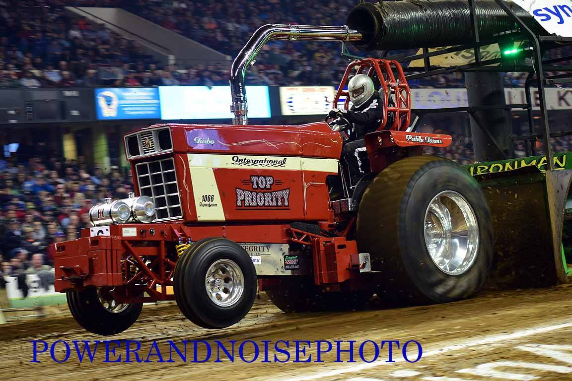 Ih Super Stock Pulling : Tractor pulling news pullingworld nfms pull
