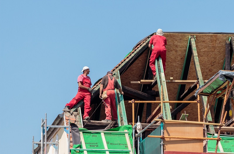Think Twice Before Hiring The Contractor For Roof Repairs Or Roofing 1