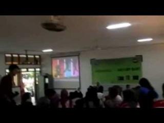 VIDEO - Hiiii, Suara Hantu Perempuan Bernyanyi Bikin Seminar di Kampus ini Kacau