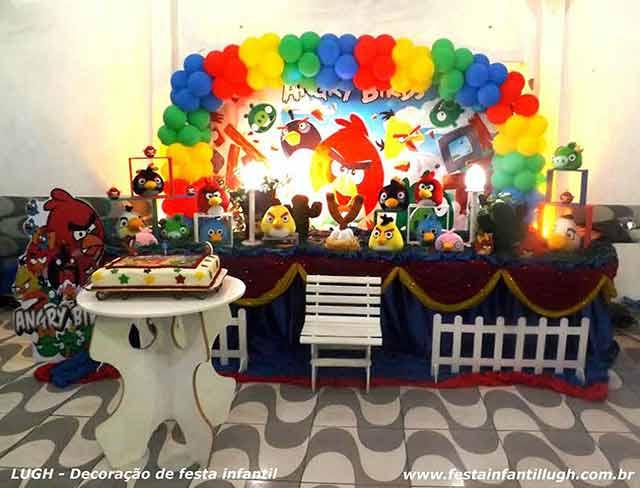 Decoração infantil tema Angry Birds - Mesa temática decorada para o bolo - Festa de aniversário