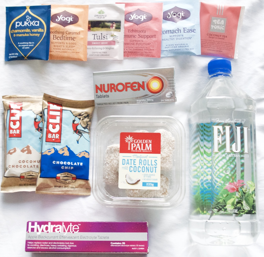 hand-luggage-travel-snacks