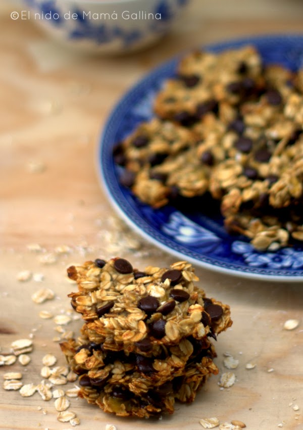 oat, banana and chocolate cookies